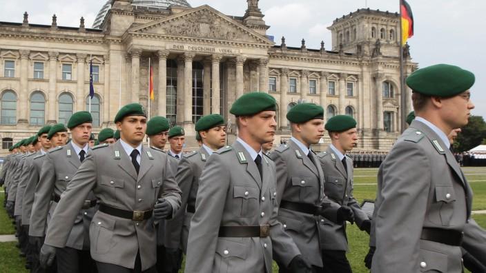 Bundeswehr Inducts New Volunteers