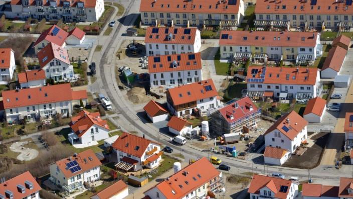 Luftaufnahme einer Neubausiedlung in Bayern