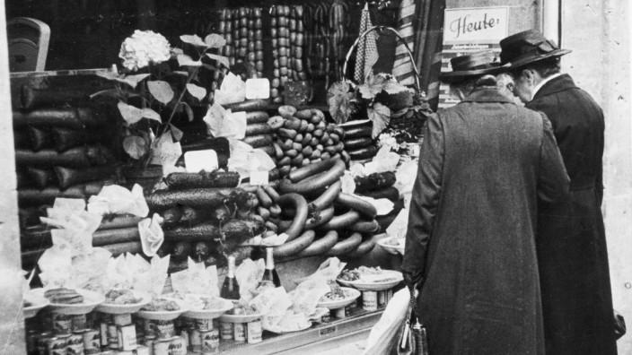 """Sachbuch """"Die Geschichte der Zukunft"""": Wohlstand für alle: Das """"Wirtschaftswunder"""" in der neu gegründeten Bundesrepublik hatte man so kurz nach dem Ende der NS-Herrschaft und dem Weltkrieg nicht erwartet. Umso mehr wurde es bestaunt."""