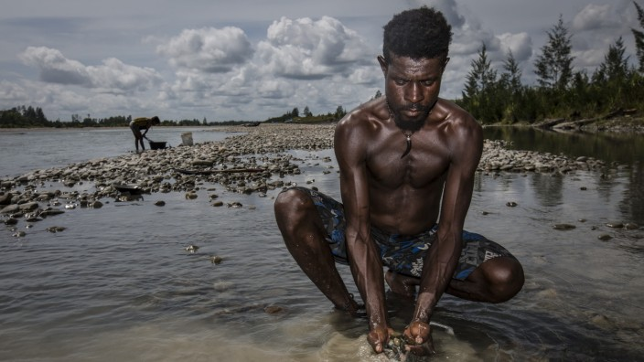 Papua's Gold Rush Creates Environmental Devastation