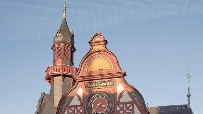 Limburg Rathaus Posse ums Glockenspiel 09 02 2017 Limburg Limburg Rathaus Posse um das Glocken