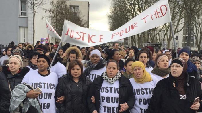 """Frankreich: """"Gerechtigkeit für Théo"""": Demonstranten in Aulnay-sous-Bois."""