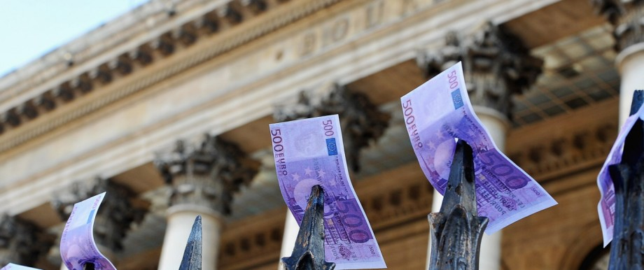 Daily Life in Paris As Eurozone Crisis Fears Spread To France