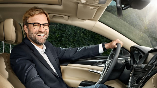 Jürgen Klopp am Steuer eines Opel
