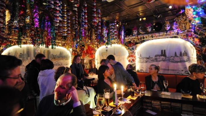 Bar Roy: Früher war mehr Lametta: Im Roy trifft man nicht selten Pärchen in den besten Jahren beim Kennenlern-Candlelight-Dinner.