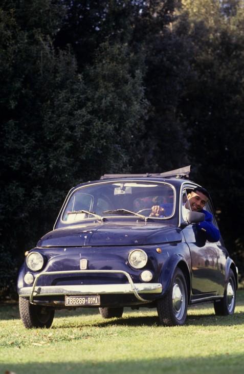 Aron Winter with his Fiat 500 1992 1993 xVIxFockoxvanxDantzigxIVx PUBLICATIONxINxGERxSUIxAUTxHUNxPOL