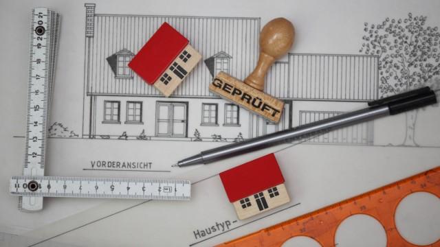 BGH zur Kündigung von Verträgen: Erfahrene Fachleute erfüllen aber nicht nur spezielle Wünsche, sie vertreten auch die Interessen der Bauherren und haften für Fehler.
