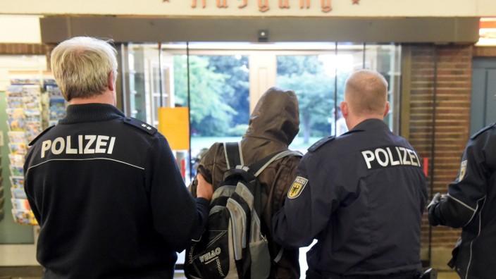Landtag berät über Abschiebung von Flüchtlingen