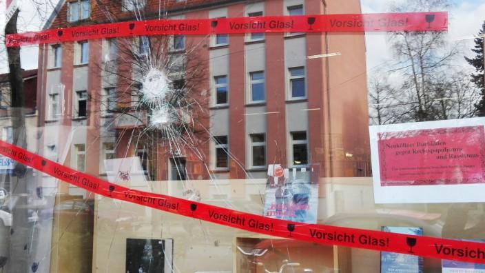 Berlin: Das zerstörte Ladenfenster von Heinz Ostermann