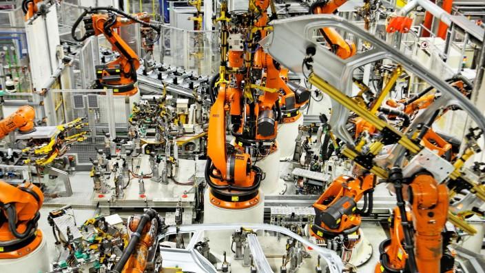 Robotersteuer: Bill Gates fordert eine Steuer auf Roboter, die Jobs von Menschen übernehmen. Für Deutschland hätte das allerdings Tücken.