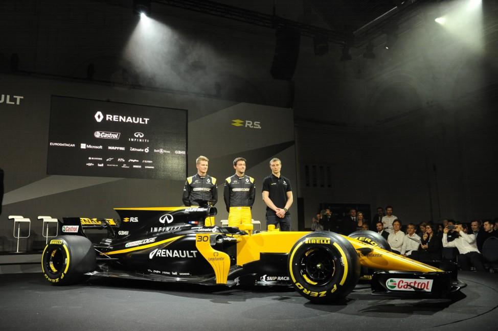 Presentación del equipo Renault de F1 En la imagen Nico Hulkenberg Jolyon Palmer y Sergei Sirotki
