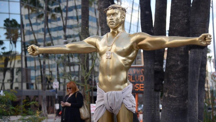 Kanye West Statue in Hollywood