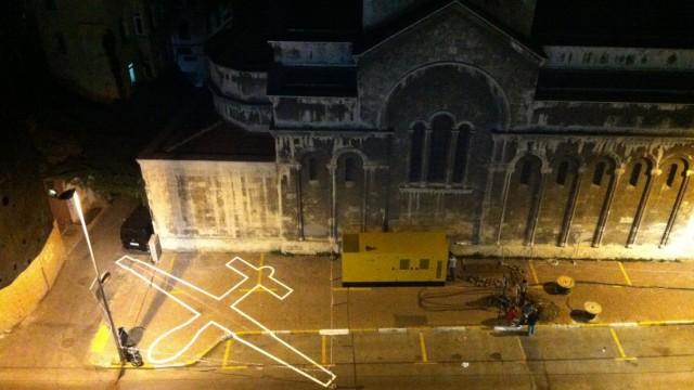Kunst: James Bridle überträgt 2012 in Istanbul Drohnenschatten auf die reale Welt.