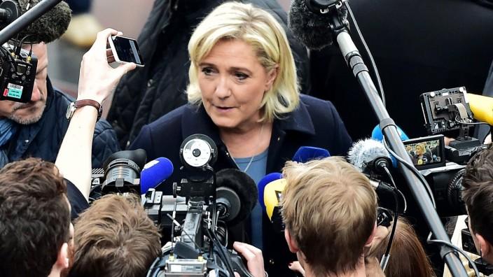 Frankreich: Marine Le Pen hat ein klares Weltbild: Die Politik sei korrupt, nur der Front National sei ehrlich.