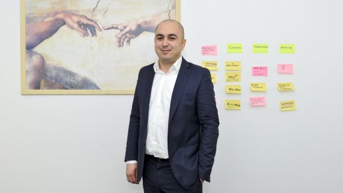 """Gründer: """"Ich wollte raus aus der Opferrolle"""", sagt Muamer Babajić. Seine Firma Masterwerk beliefert vor allem die Autoindustrie."""