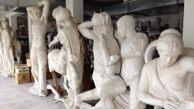 Alte Statuen neu präsentiert: Noch stehen die kopierten und ergänzten Figuren von Olympia in der Dachkammer des Abguss-Museums an der Katharina-von-Bora-Straße.