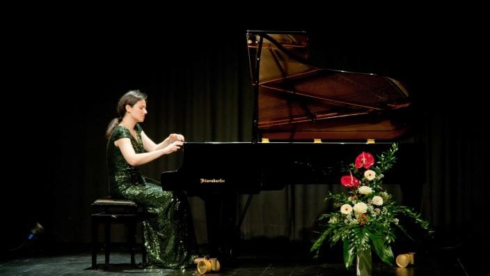 Klavierkonzert: Da stimmt einfach alles: Grandios, wie Martina Filjak Musik aus dem Flügel zaubert, lebendig, scheinbar mühelos und wie selbstverständlich.