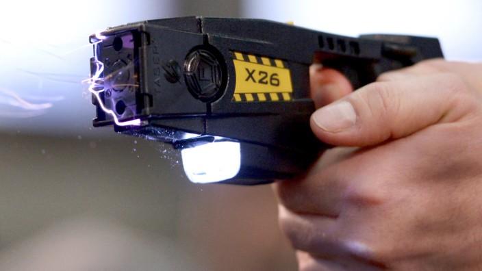 Polizei testet Elektroschockpistolen