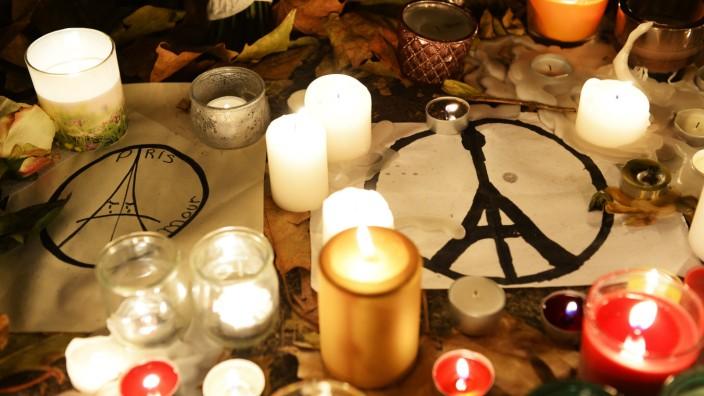 Terroranschläge von Paris: Die meisten Menschen töteten die Dschihadisten im Bataclan: Zeichen der Trauer vor dem Kulturzentrum in den Tagen nach dem Angriff.