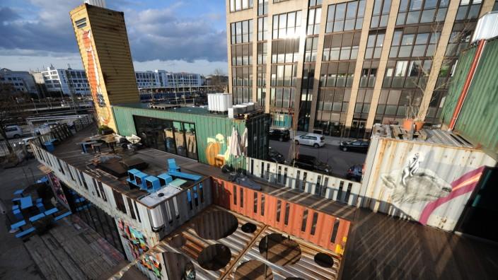 Container Collective: 27 Schiffscontainer stehen am Eingang zum Werksviertel nahe des Ostbahnhofs, die meisten davon werden an junge Künstler und Unternehmer vermietet.