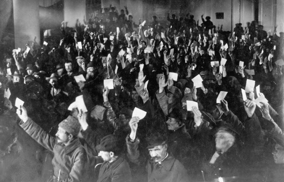 Sitzung von Arbeiter- und Soldatenräten in St. Petersburg, 1917