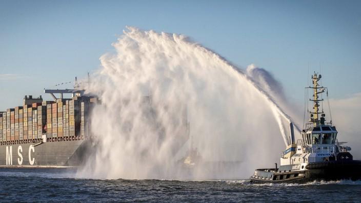 MSC Oscar arrives at Rotterdam port