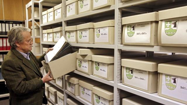 Icking: In den Kartons des Gemeindearchivs lagern viele Dokumente.