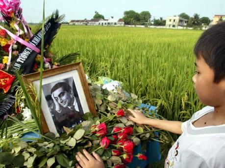 Gedenkfeier zum 50. Todestag von Robert Capa am 25. Mai 2004 in Vietnam