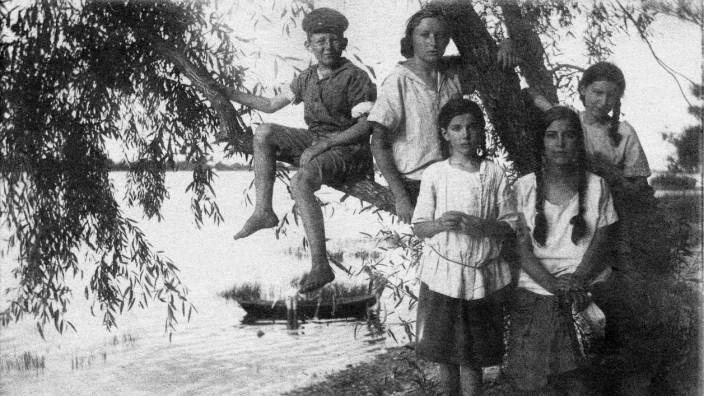 """Natascha Wodin -- Bilder aus dem Buch """"Sie kam aus Mariupol"""" -- nur zur aktuellen Berichterstattung"""
