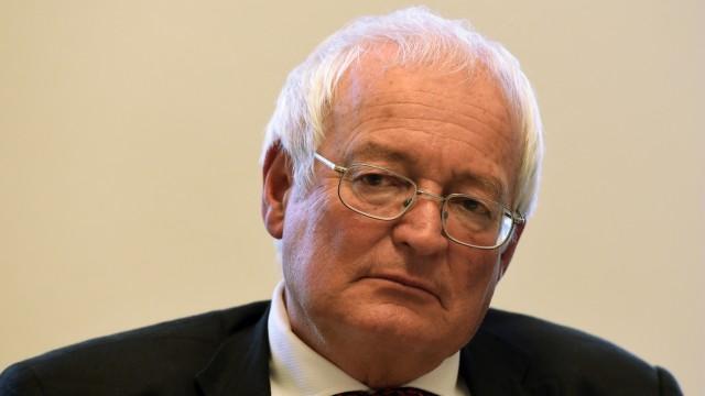 Fußball-Weltverband: War vielen in der Fifa offenbar zu gründlich in seiner Arbeit: Hans-Joachim Eckert, Vorsitzender der Ethik-Kommission.