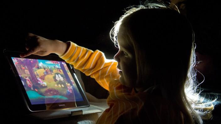 Kinder lernen Umgang mit Touchscreens