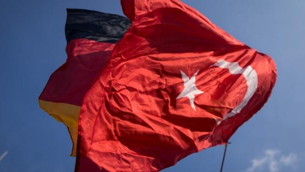 Türken demonstrieren in Hamburg