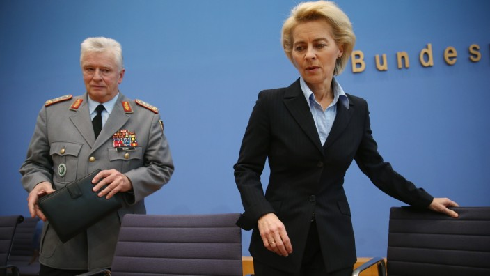 German Defense Minister Discusses Syria Deployment