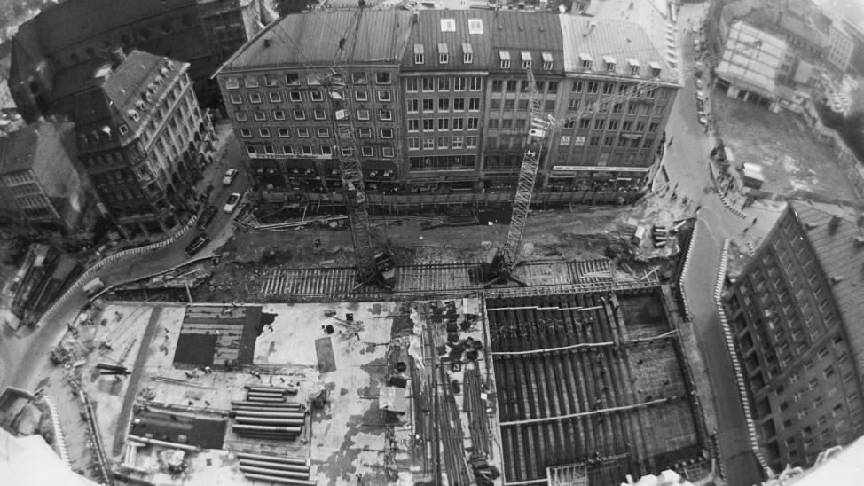 Vogelperspektive auf den S-Bahn-Bau am M¸nchner Marienplatz, 1968