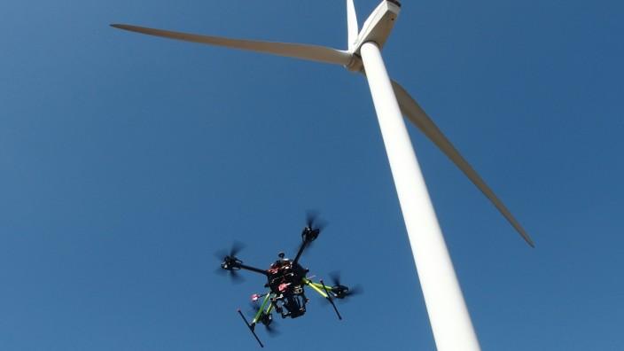 Drohnenals Prüfer: Die unbemannten Fluggeräte gehören beim TÜV Süd inzwischen zum festen Inventar.