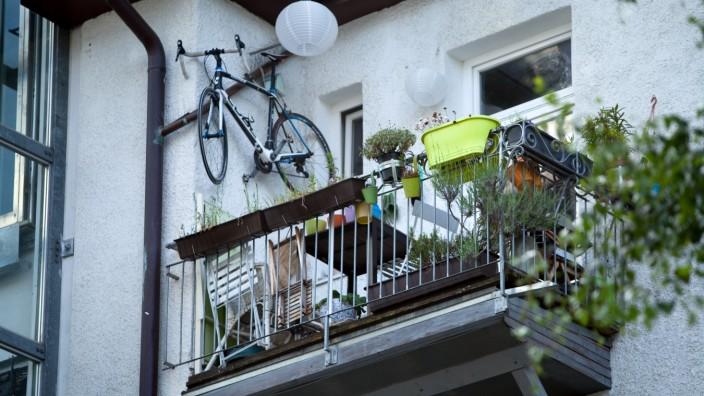 Balkon mit Fahrrad in München, 2015