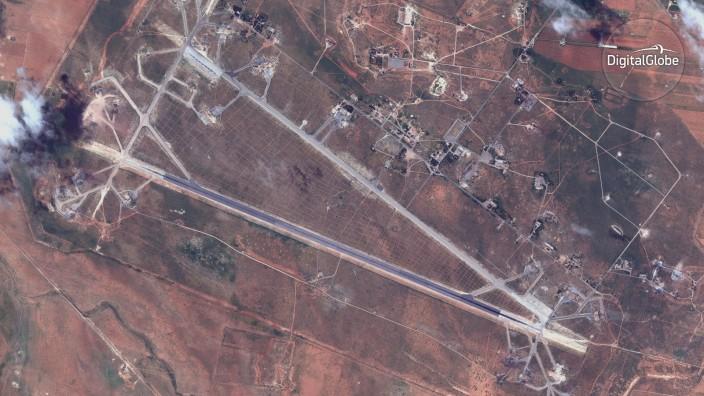 Raketenangriff in Homs: Satellitenbild der von den USA angegriffenen syrischen Militärbasis.