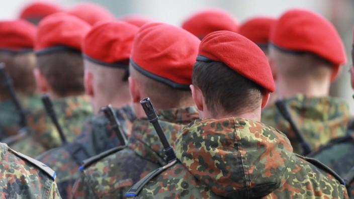 144 Bundeswehr-Rekruten legen in Burg feierlich ihren Eid ab