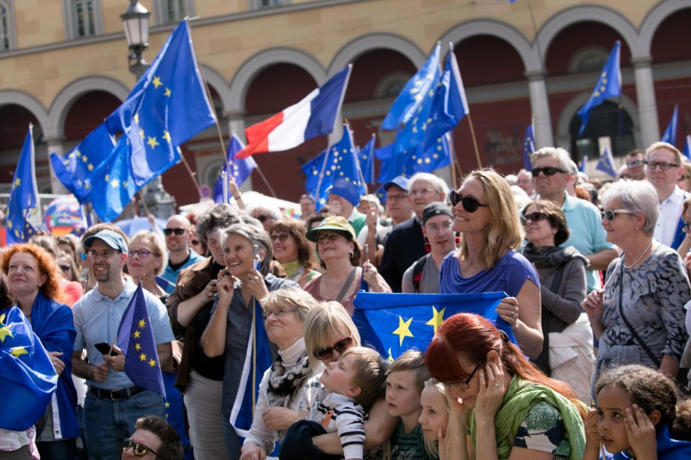 Pulse of Europe vor der Staatsoper am  Max-Joseph-Platz