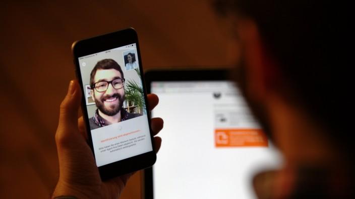 Geldanlage: Mit der Technologie von IDNow können sich beispielsweise Kunden von Banken online per Smartphone identifizieren.