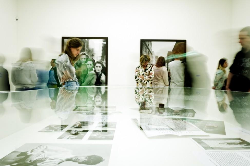 München: HYPO-KUNSTHALLE - Menschen in der Lindbergh-Ausstellung