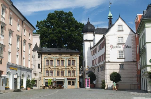 Europa Deutschland Bayern Rosenheim städtisches Museum am Ludwigsplatz BLWX090571 Copyright xb