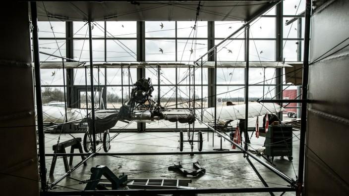 Flugwerft Oberschleißheim, Gläserne Werkstatt, wo Flugzeuge restauriert werden