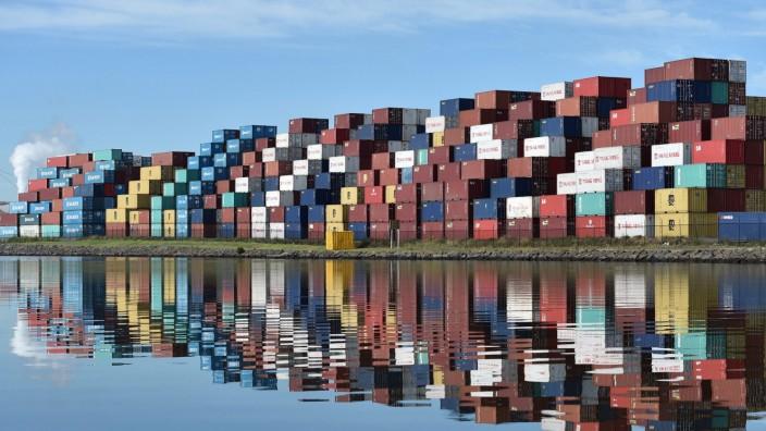 Australian economy shrinks 0.5 percent in September quarter
