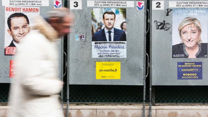 Präsidentschaftswahl: Wahlplakate in Paris: Am kommenden Sonntag findet die erste Runde der Präsidentschaftswahlen statt.