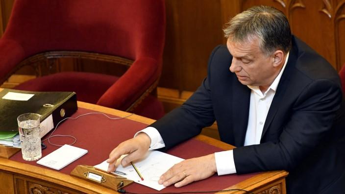Ungarns Parlament beschließt Gesetz gegen Elite-Uni