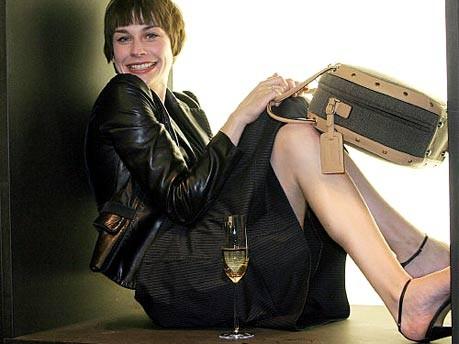 Christiane Paul mit Samsonite-Tasche