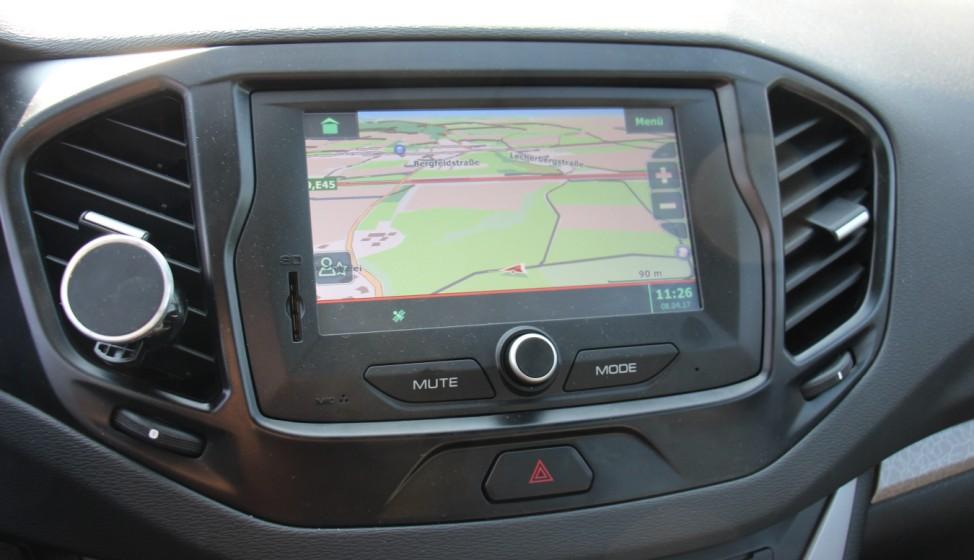 Der Infotainment-Bildschirm des Lada Vesta.