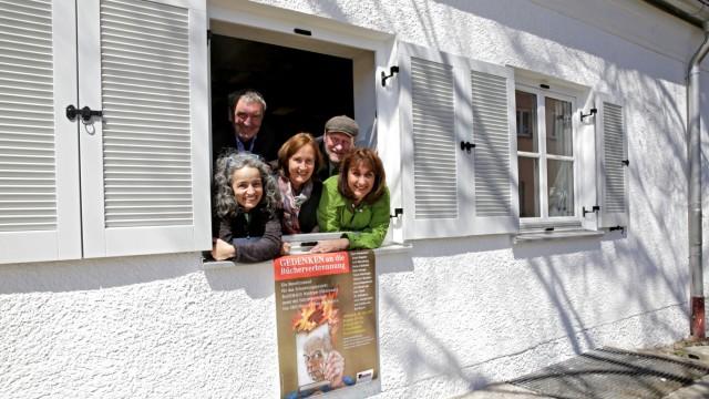 Bücherverbrennung: Sie bereiten die Gedenkveranstaltung vor: Assunta Tammelleo, Gerd Schielein, Carla von Meding, Claus Steigenberger und Sybille Krafft (v.l.).