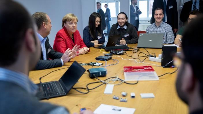 Merkel besucht die ReDI School of Digital Integration